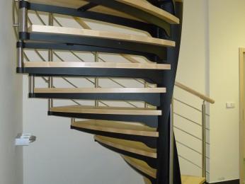 detail osvětlení za schodištěm